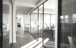 Glastrennwand in einem Bürogebäude