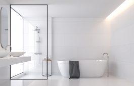 Duschglas in einem Badezimmer
