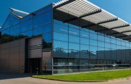 Gebäude mit einer Glasfassade